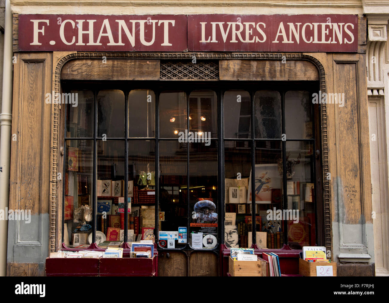 An antiquarian bookshop in the left bank area of Paris, France - Stock Image