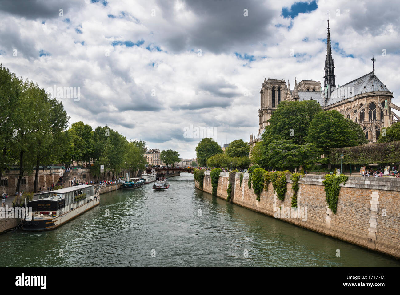 Houseboats on the Seine, Notre Dame Cathedral, Paris, France - Stock Image