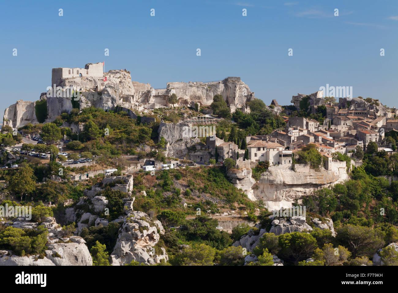 Mountain village Les Baux-de-Provence with castle ruins, Provence, Provence-Alpes-Cote d'Azur, Southern France, - Stock Image