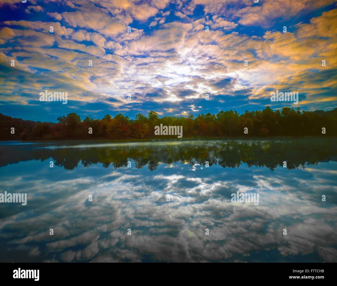 Sunrise at Grayson Lake, Grayson Lake State Park, Kentucky, Appalachian Mountains - Stock Image