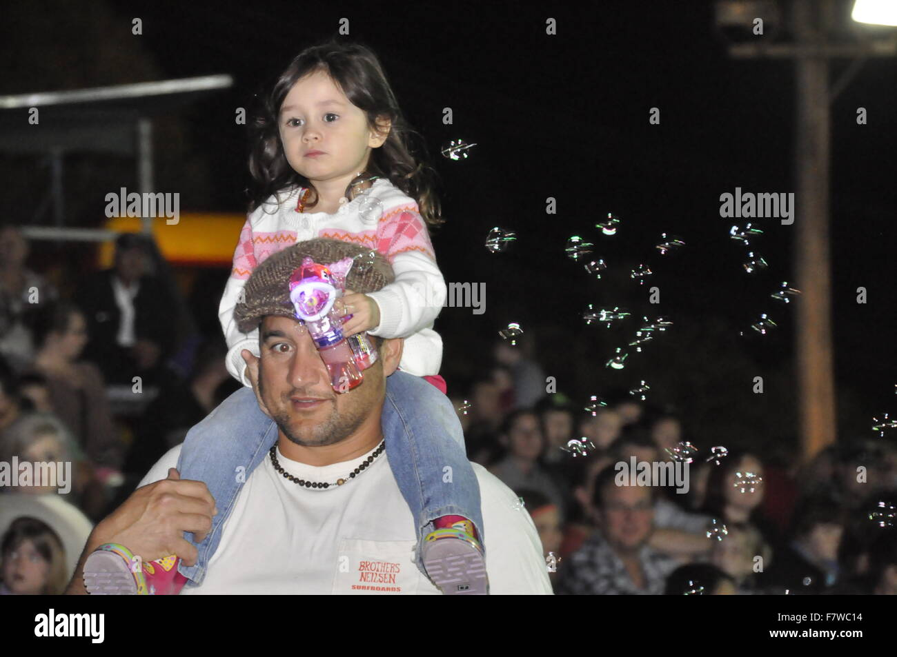 YOUNG GIRL ON DADS SHOULDERS - Stock Image
