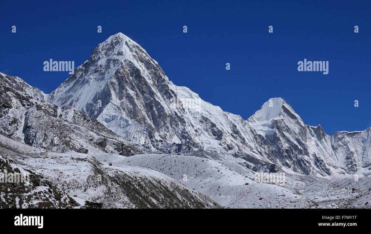 Pumo Ri and Lingtren, high mountains in the Everest Region - Stock Image