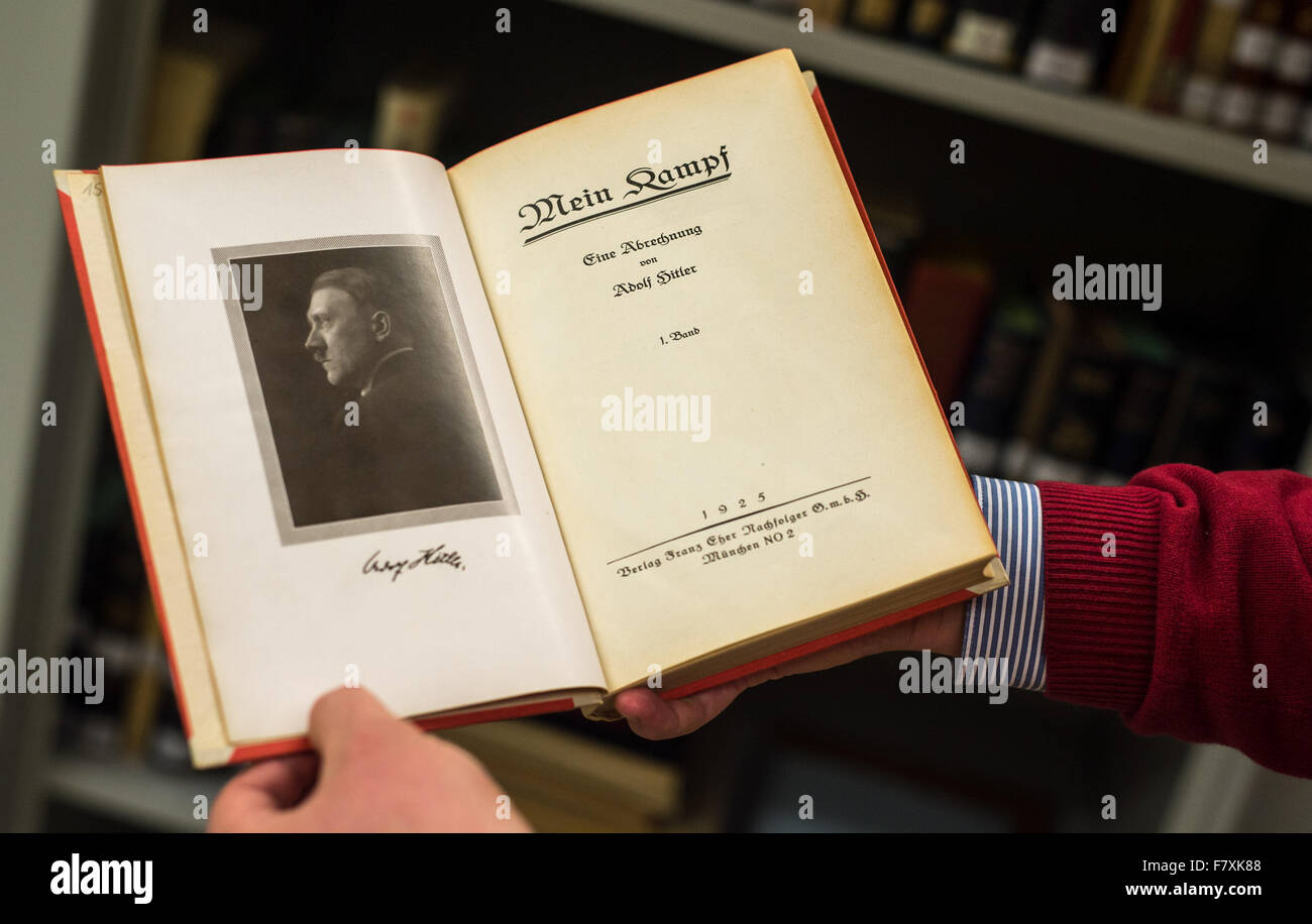 Munich, Germany. 3rd Dec, 2015. Library manager Schloegl holds a first edition of Adolf Hitler's 'Mein Kampf' - Stock Image