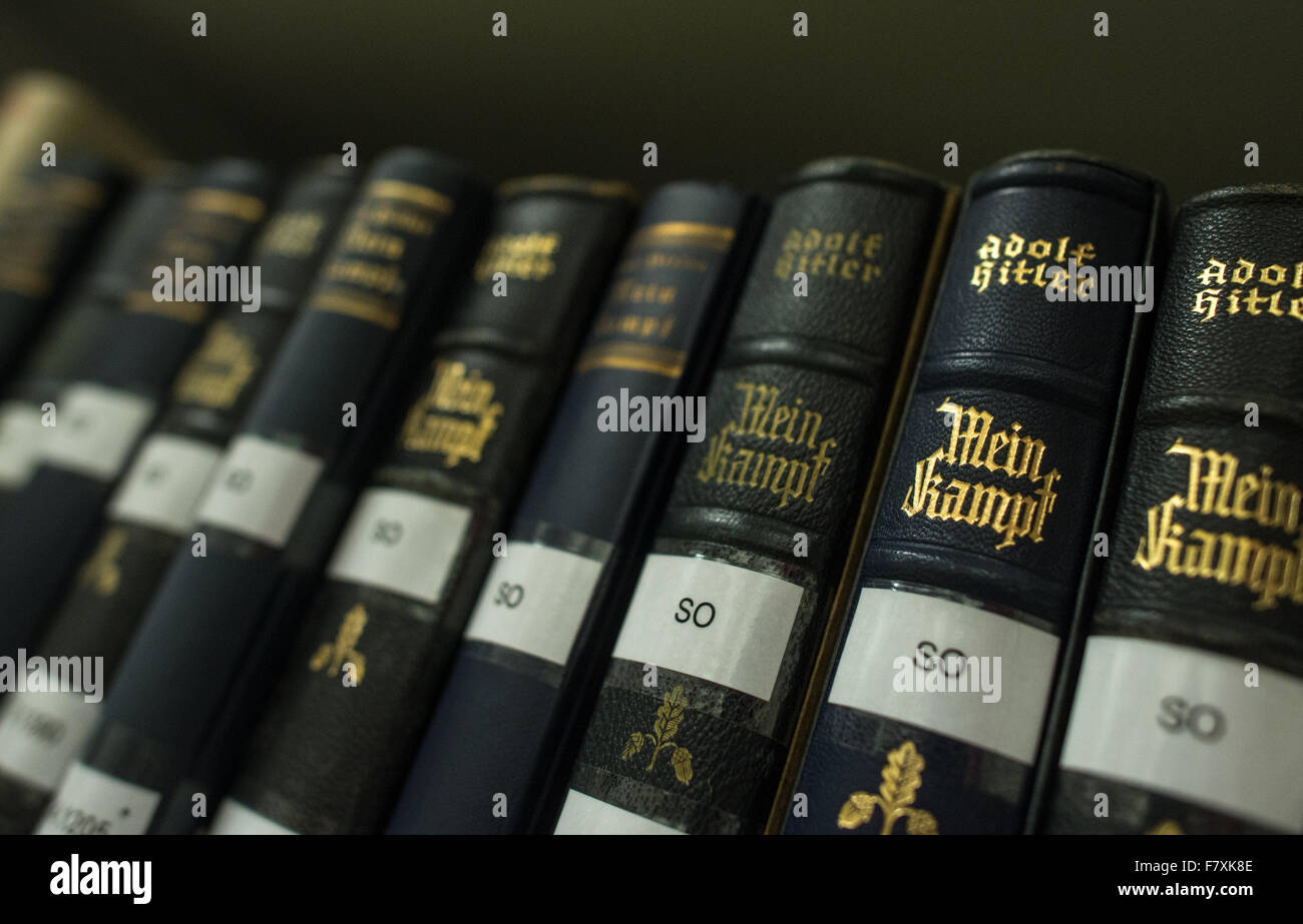 Munich, Germany. 3rd Dec, 2015. Several copies of Adolf Hitler's 'Mein Kampf' on a shelf at the Institut - Stock Image