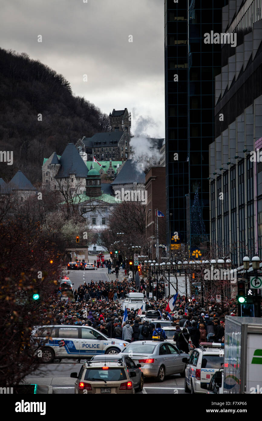 November 14th 2015, Montreal Canada. People Grouping in front of the France consulate in memory of the Jihadists - Stock Image