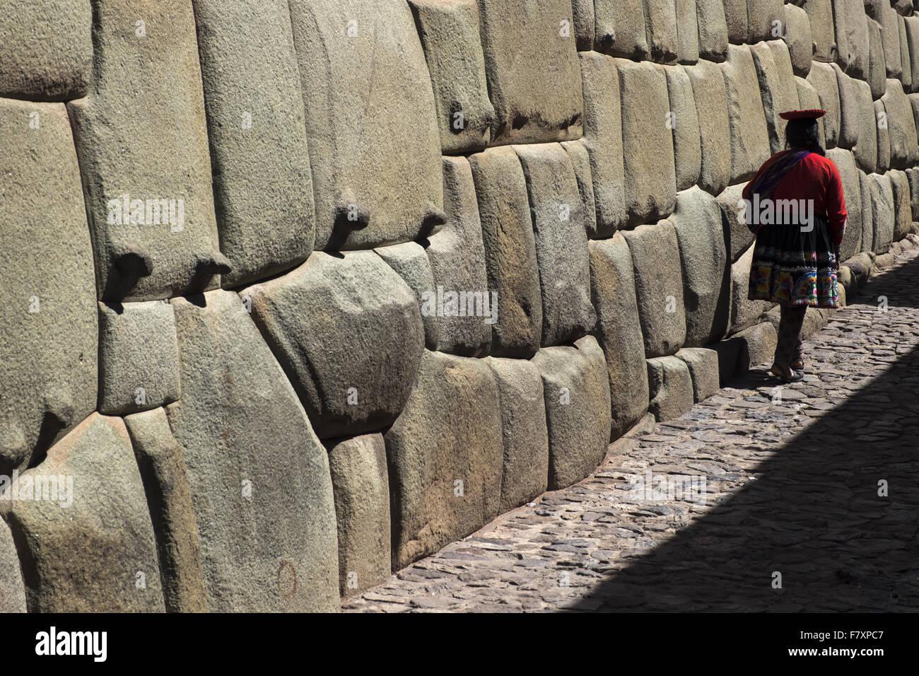 Inca walls of the ancient palace of Inca Roca, today archbishop's palace. Cuzco - Stock Image