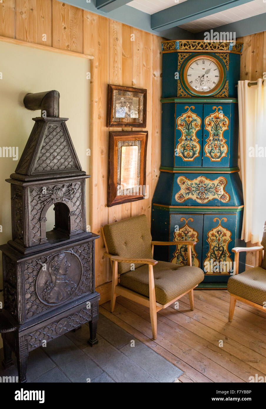 Elegant scandinavian interior decorated with antique furniture at the  Kongsvold Hotel in Oppland central Norway - - Scandinavian Interior Stock Photos & Scandinavian Interior Stock