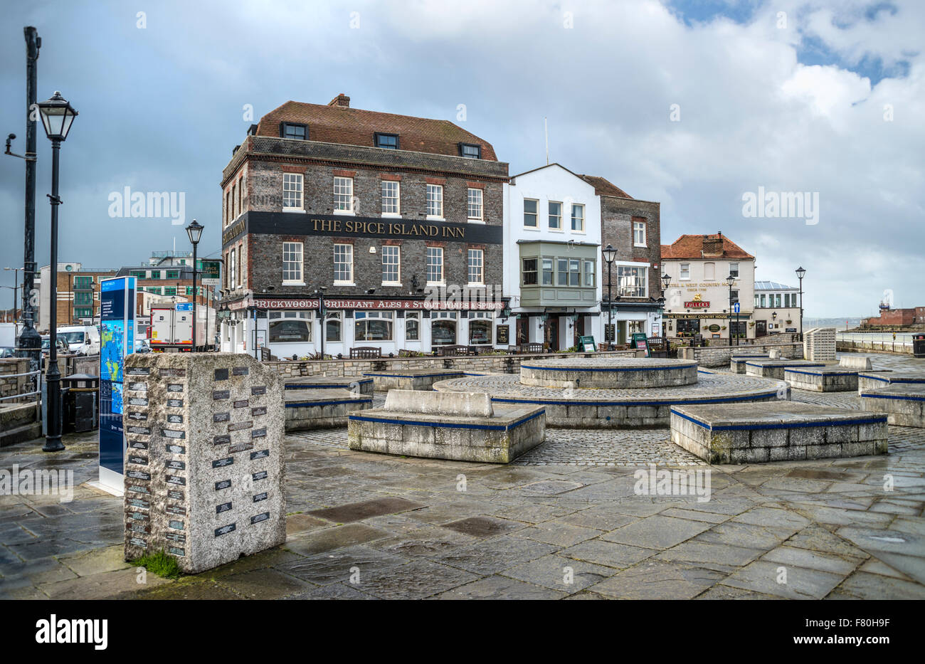 Historical houses and pubs at the Spice Quay at Portsmouth Harbour, Hampshire, England, United Kingdom - Stock Image