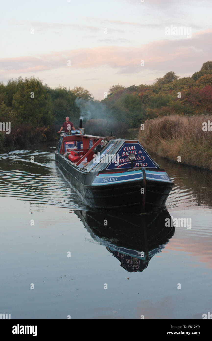 A traditional working narrow boat on the Trent and Mersey canal near Dutton in Cheshire. - Stock Image