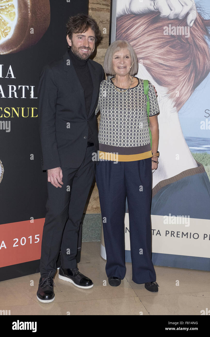Photocall for the finalists and prize winning novel planet 2015 'HOMBRES DESNUDOS' de Alicia Gimenez bartlett - Stock Image