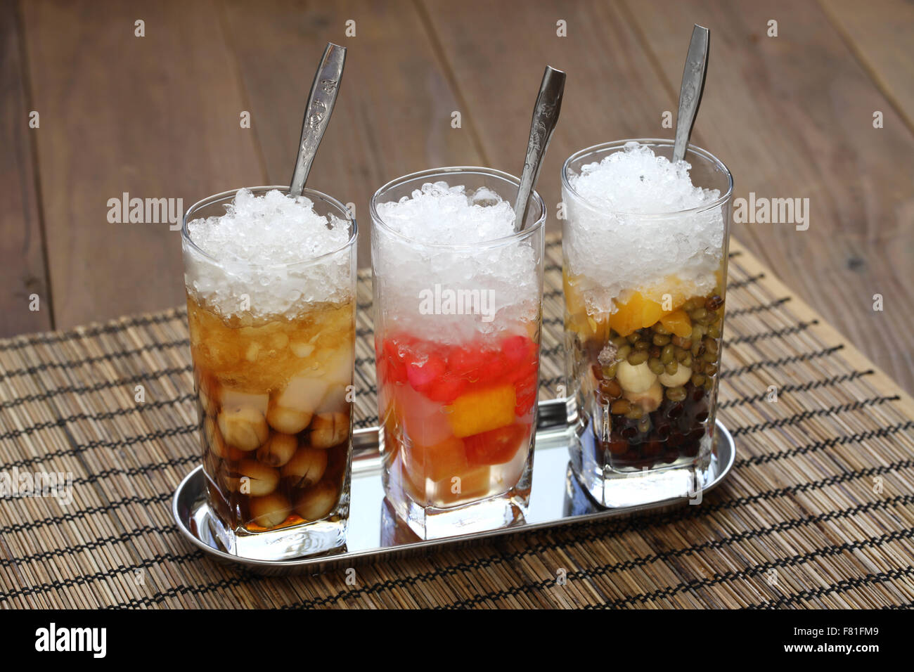 che is a vietnamese sweet dessert soup, usually served in a glass over ice and eaten with a spoon. - Stock Image