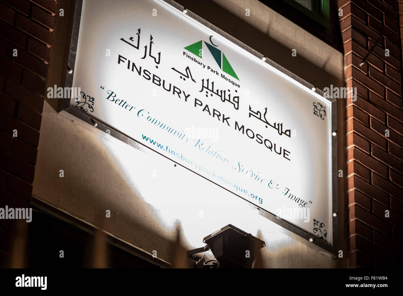 London, UK. 4th December, 2015. Anti-racist protest and rally outside Finsbury Park Mosque in North London against - Stock Image