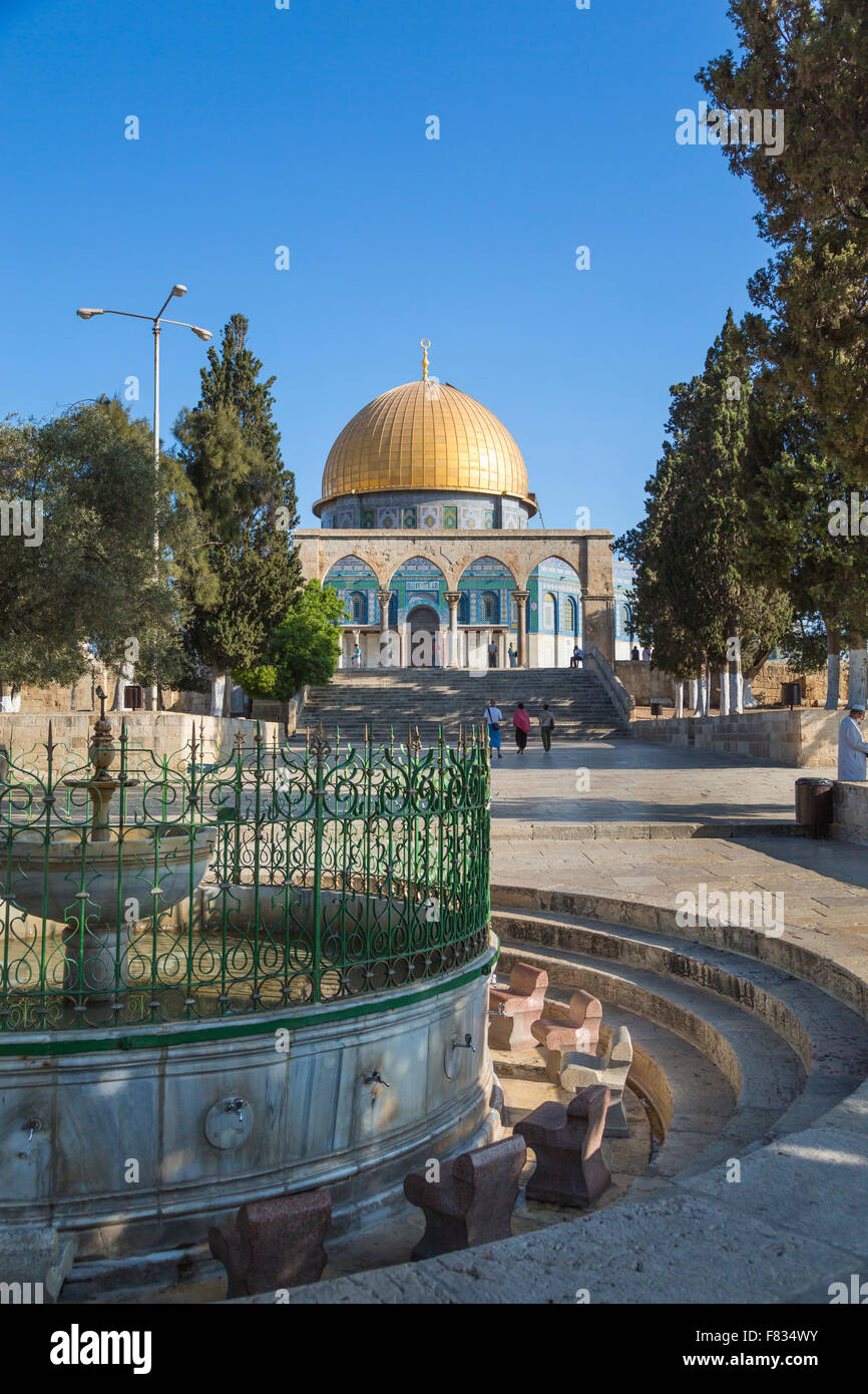The Dome of the Rock, a Muslim Shrine and ablution fountain on the Temple Mount in Jerusalem, Israel, Middle East. - Stock Image