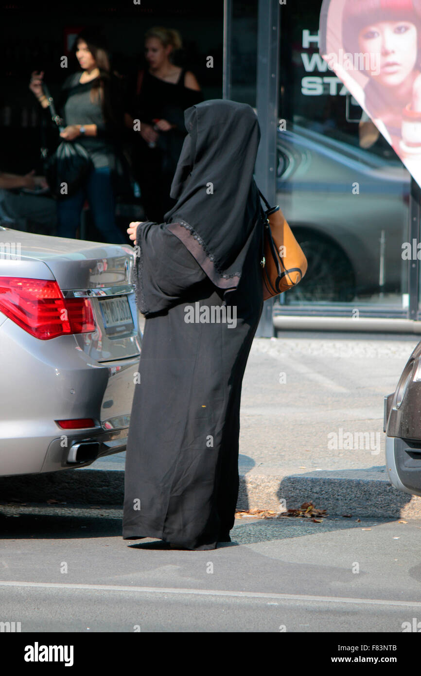 Frau in Burka, Berlin. - Stock Image