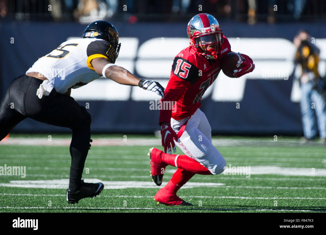 Bowling Green, Kentucky, USA. 5th Dec, 2015. Western Kentucky wide receiver Nicholas Norris (15) evades Southern - Stock Image