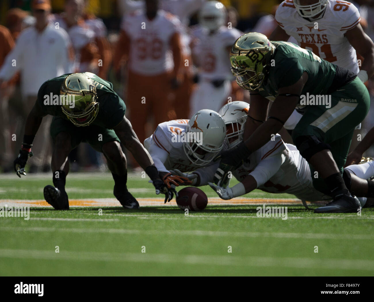 Waco, Texas, USA. 5th Dec, 2015. wide receiver Corey Coleman (1) of the Baylor Bears fumbles recovered by the Texas Stock Photo