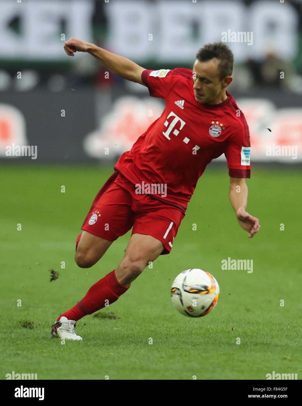 Germany, Bandesliga, Borussia Moenchengladbach vs Bayern Muenchen, Moenchengladbach, 05.12.2015: Rafinha (Muenchen) - Stock Image