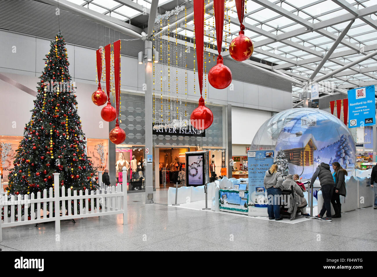 Romford liberty shopping centre interior and decorated for Retail christmas decorations ideas