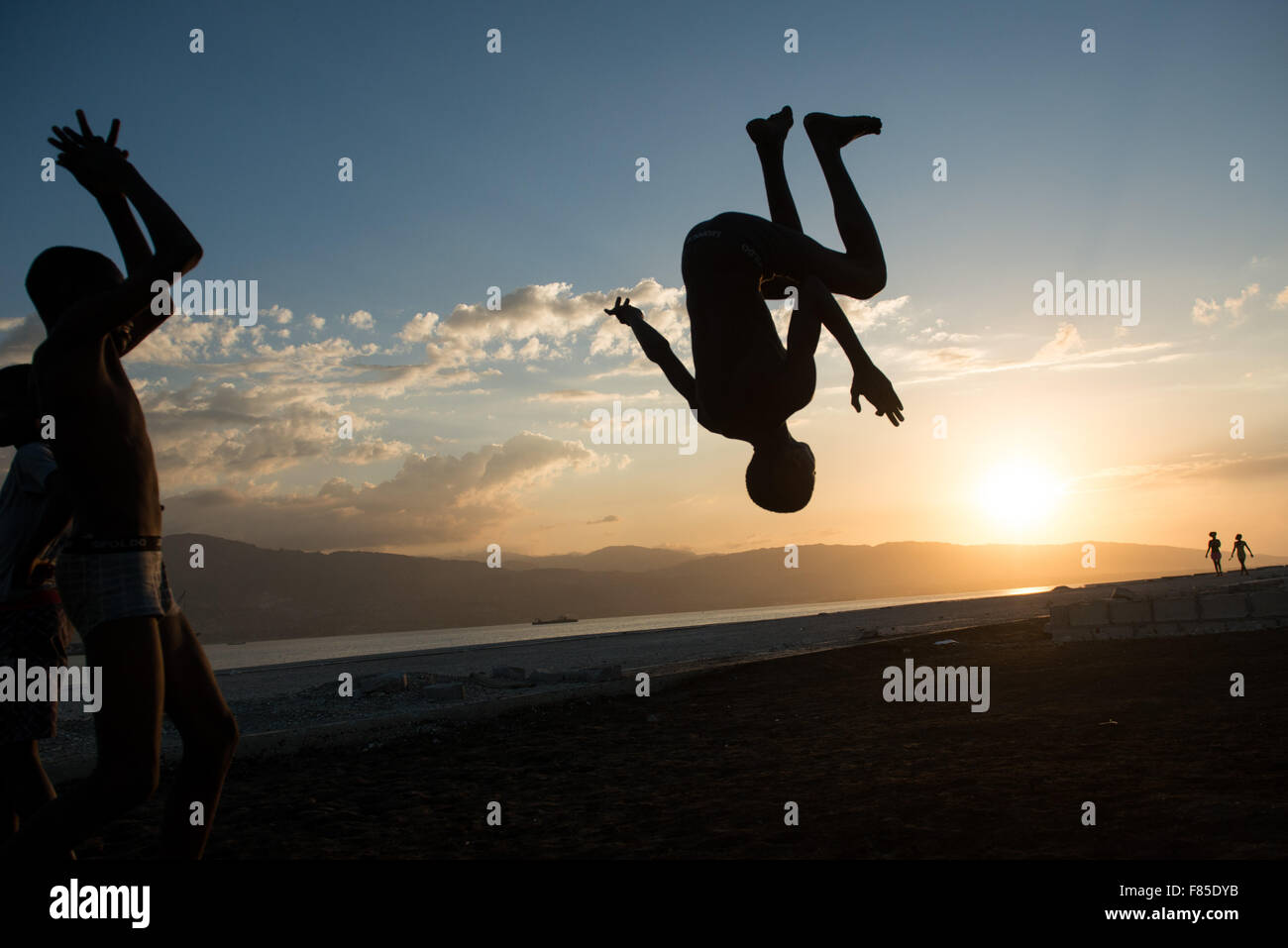 Beijing, Haiti. 4th Dec, 2015. Children practise parkour in the dock of Waf Jeremie, in the Cite Soleil neighborhood - Stock Image