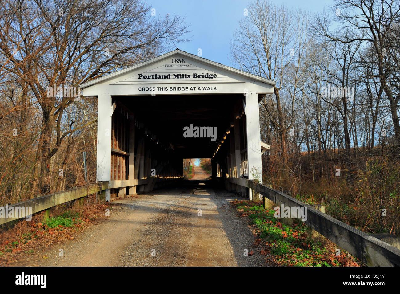 The Portland Mills Bridge in Parke County, Indiana over Little Raccoon Creek near Waveland, Indiana, USA. - Stock Image