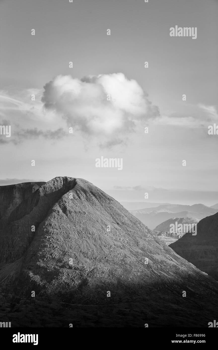 A cloud hovering above Sail Mhor, Beinn Eighe, Torridon, as seen from Beinn an Eoin, Scotland - Stock Image