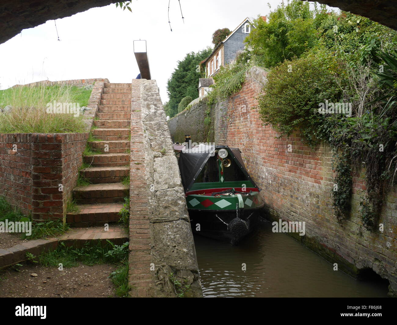 Narrow Boat leaving Somerton Deep Lock Oxford Canal England UK - Stock Image