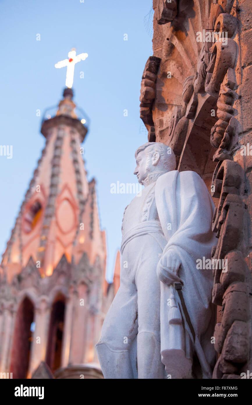 Statue of Independence hero Ignacio Allende on his old home in San Miguel de Allende, Guanajuato, Mexico. - Stock Image