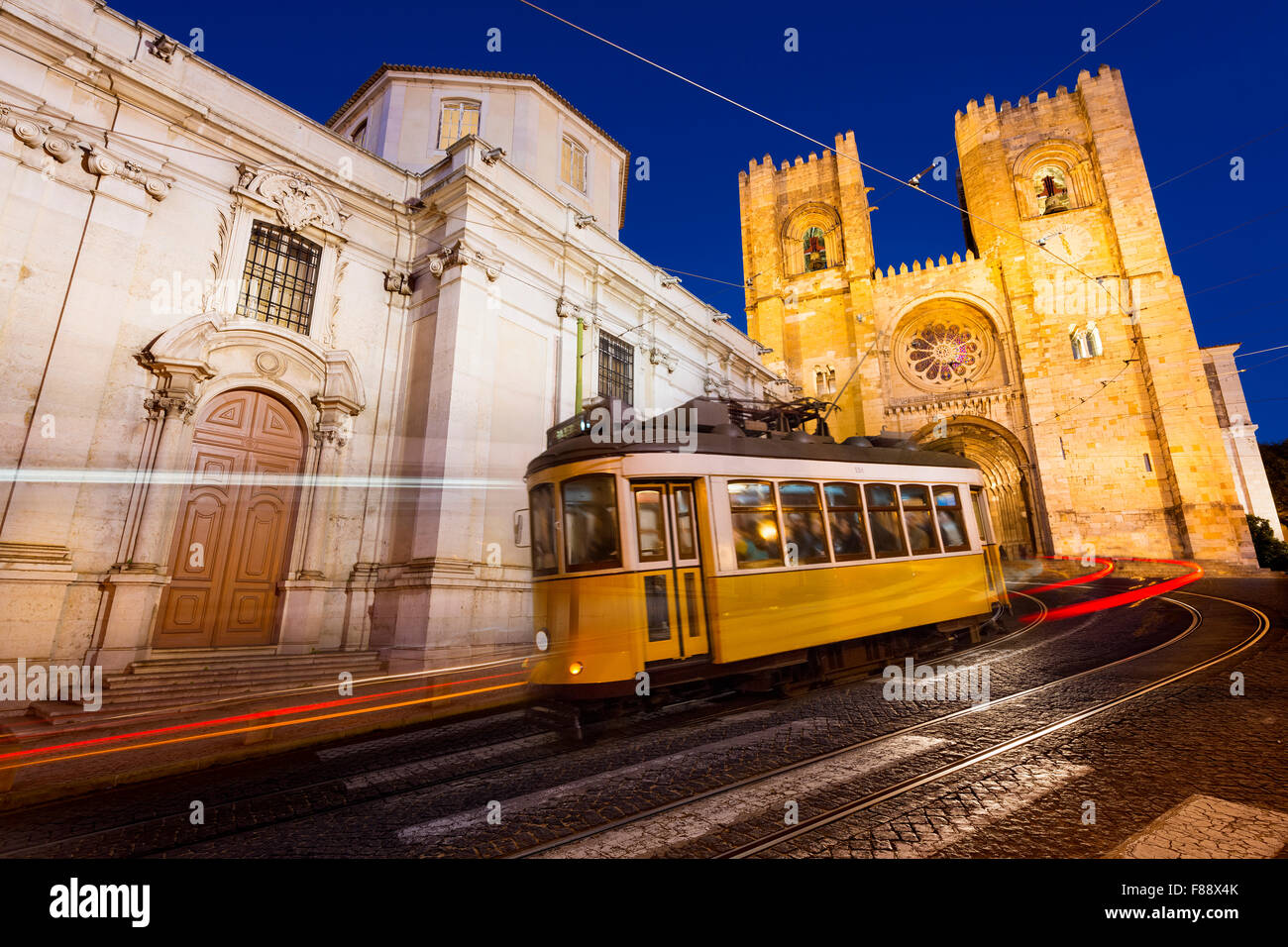 Tram in front of the Lisbon Cathedral at night - Stock Image