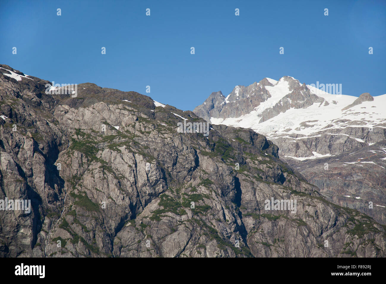 mountain peaks and rugged terrain in alaska - Stock Image