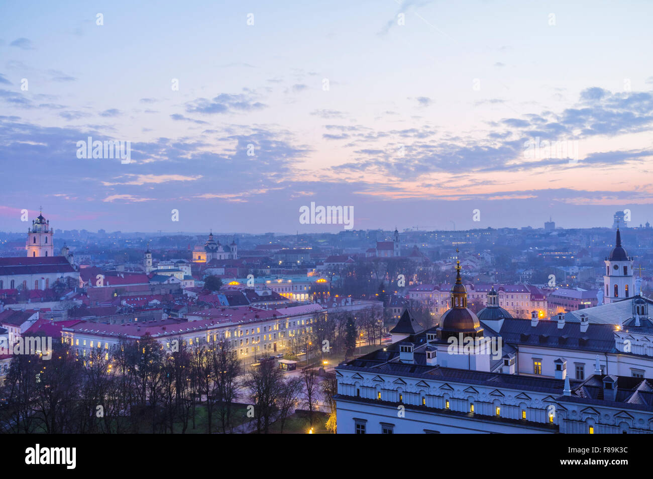 Old town overview at dusk and Grand Dukes Palace. Vilnius, Lithuania, Europe - Stock Image