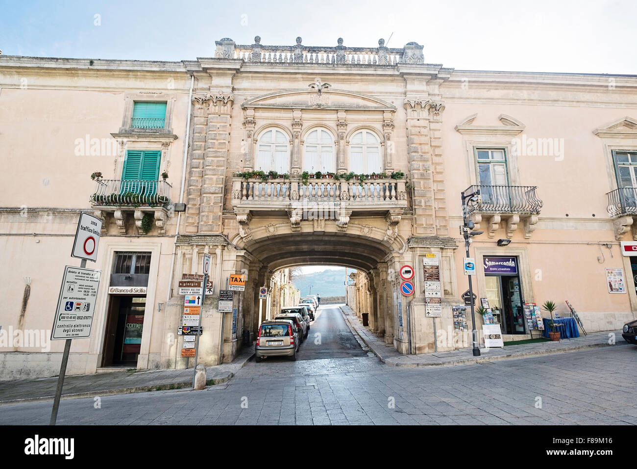 Beautiful baroque arch over road leading from Piazza del Duomo, Ragusa, Sicily, Italy with view beyond. - Stock Image
