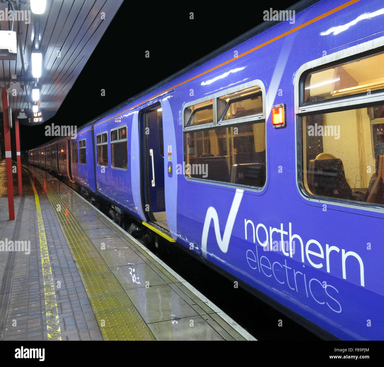 Northern Electric Trains at Wigan North Western Station, Lancs,England, UK, 319375 - Stock Image