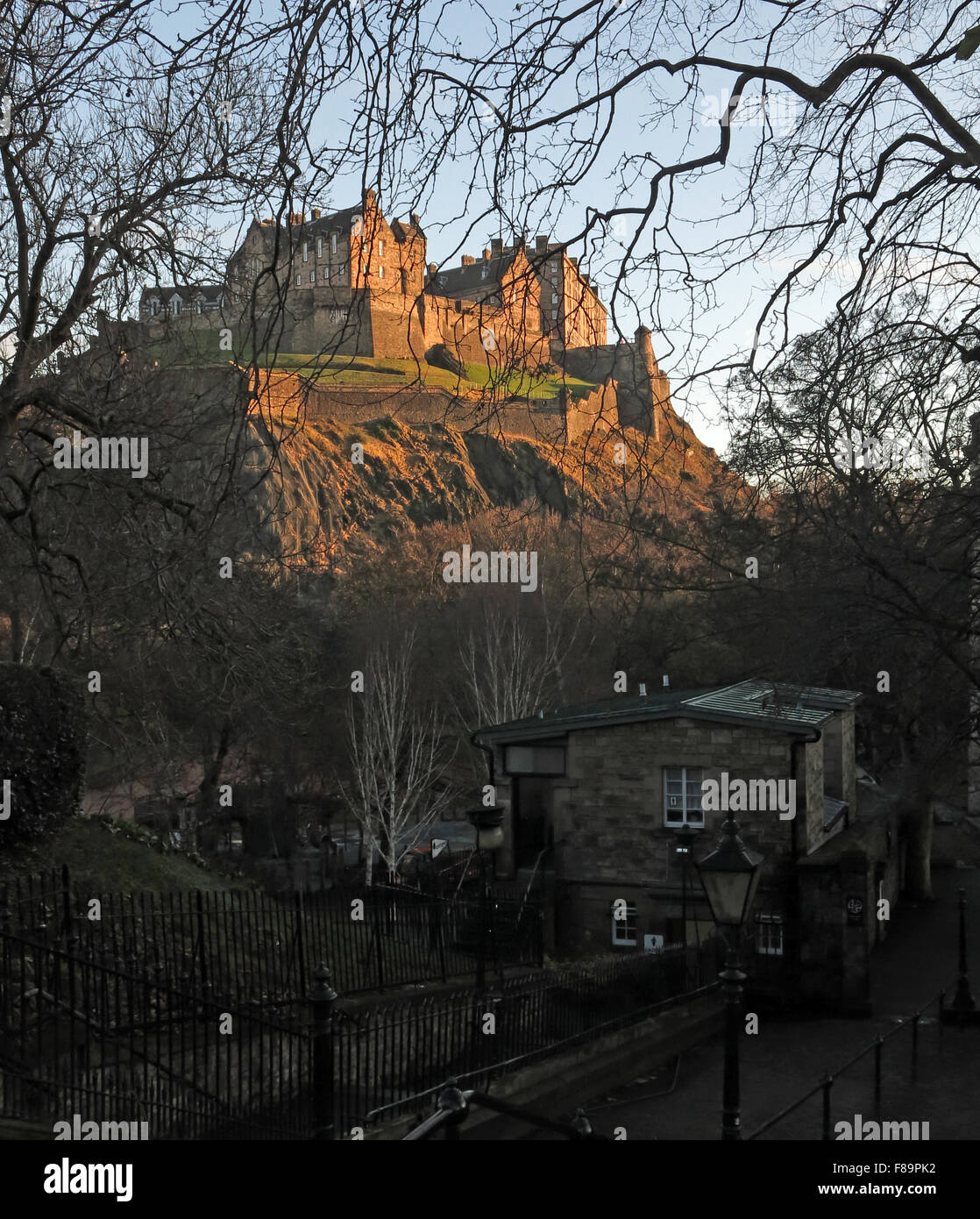 Edinburgh Castle in Winter, Scotland, UK from St Cuthberts graveyard - Stock Image