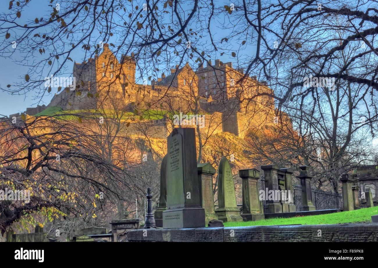 Edinburgh Castle in Winter, Scotland, UK from St Cuthberts graveyard - Stock Image