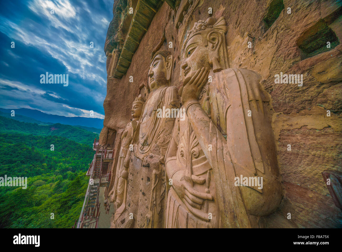Huge Buddha statues, Maijishan Mountain Grottes,  Gansu Province, China  Dating from 5th Century - Stock Image