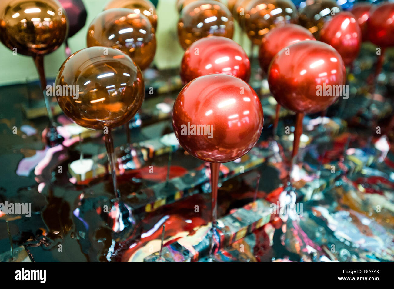 Piotrkow Trybunalski, Poland. 7th December, 2015. Painted and unfinished Christmas balls left to dry out at 'Szkło - Stock Image