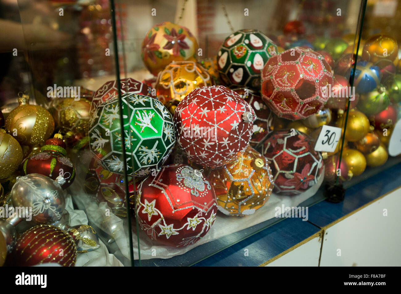Piotrkow Trybunalski, Poland. 7th December, 2015. Christmas balls displayed for sale at 'Szkło-Decor' (Glass - Stock Image