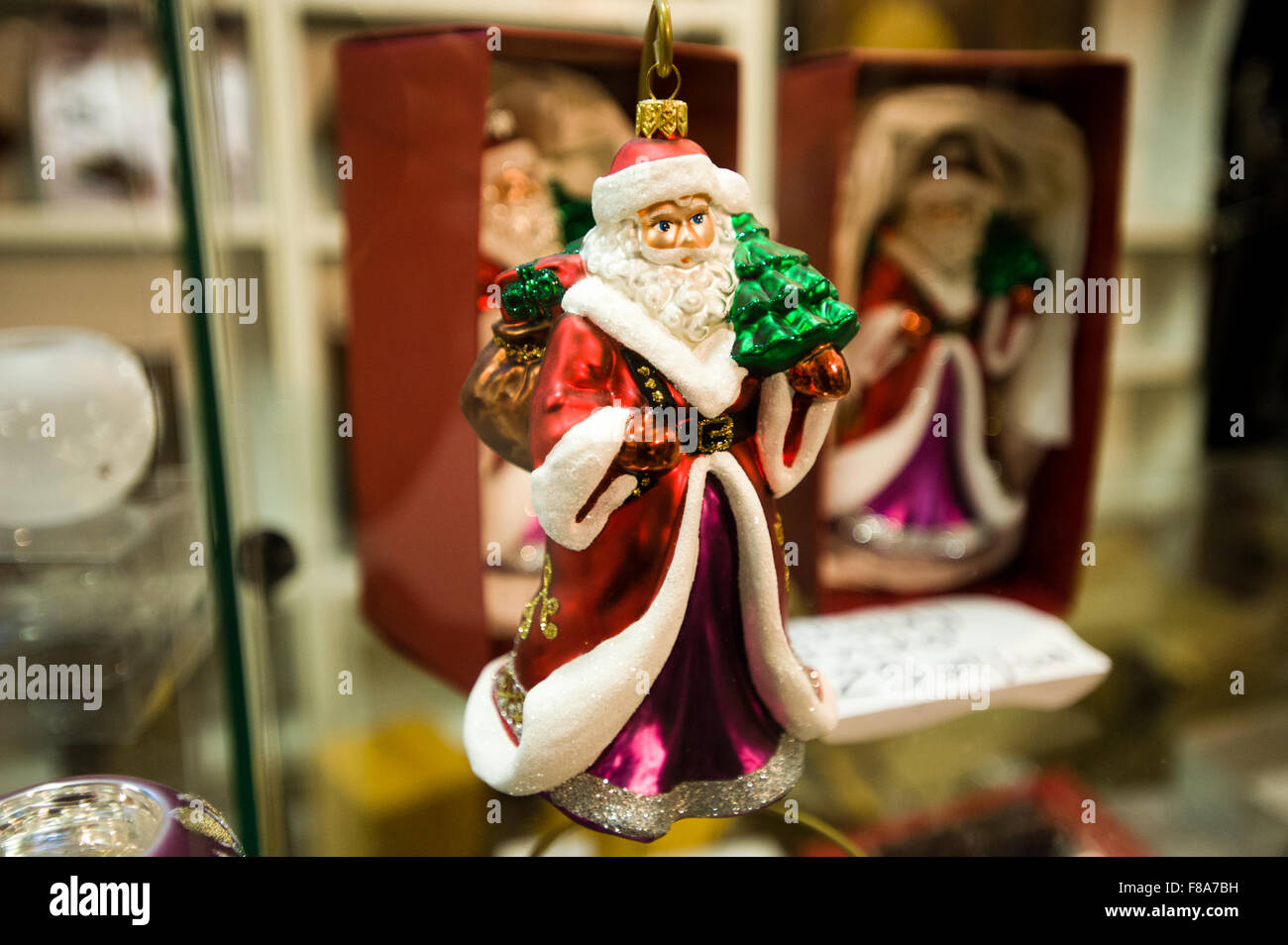 Piotrkow Trybunalski, Poland. 7th December, 2015. Santa Claus shaped christmas balls displayed for sale at 'Szkło - Stock Image