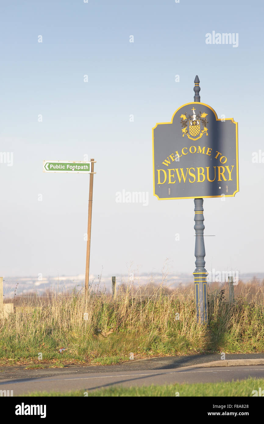 welcome to Dewsbury sign - Stock Image