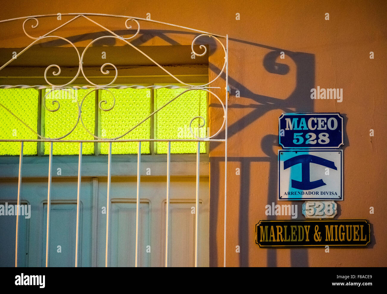 Street signs saying private accommodation for tourists a Casa paricular, in the old town of Trinidad, Street scene - Stock Image