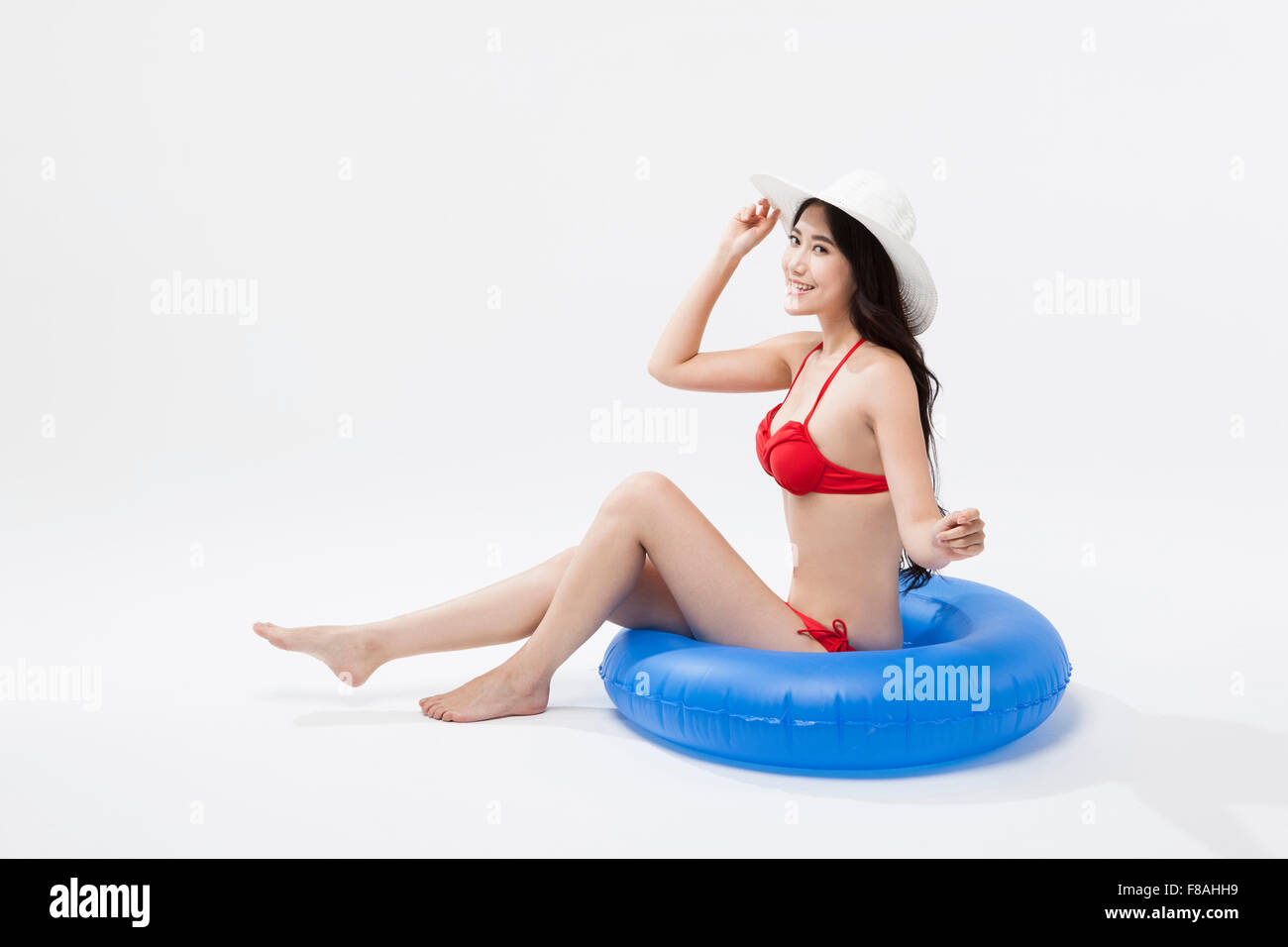 And Asian Blue Sitting Red On Wear A Hat Woman Bikini White In fyb76g
