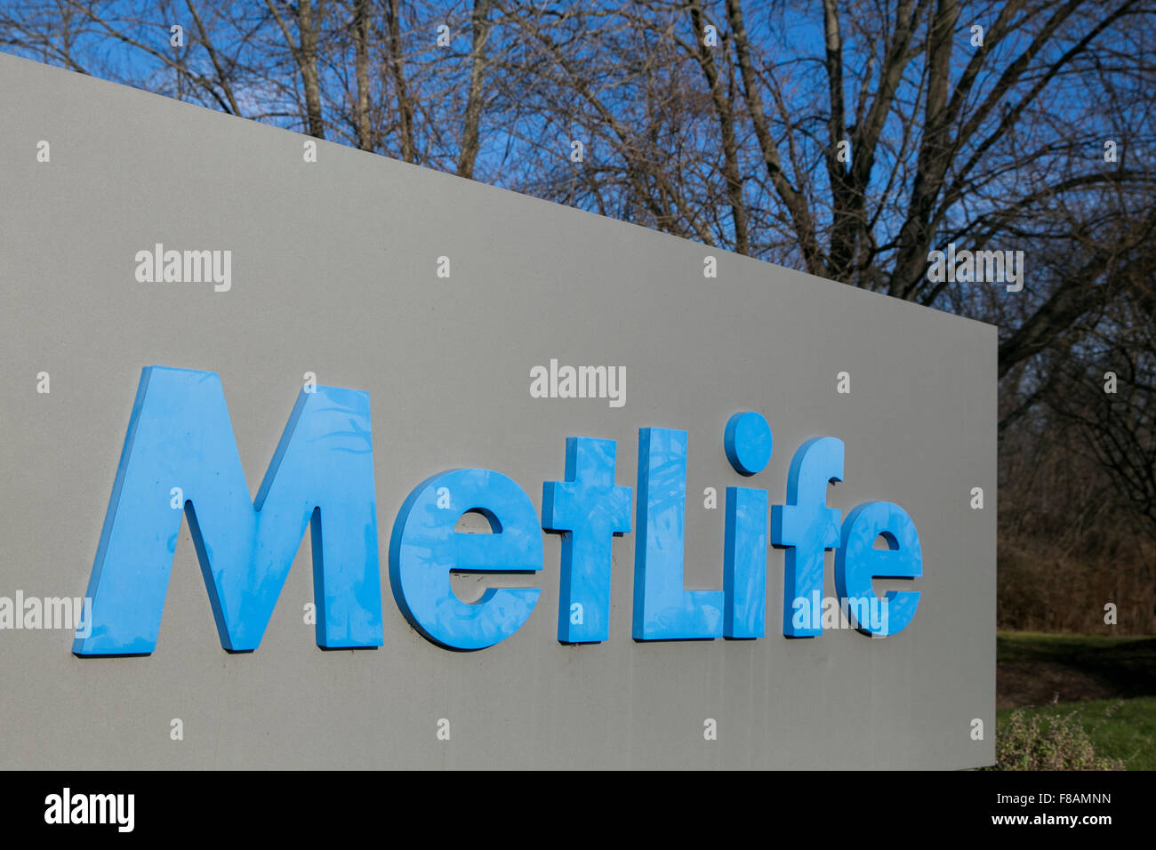 A logo sign outside of a facility occupied by MetLife, Inc., in Bloomfield, Connecticut on November 21, 2015. - Stock Image
