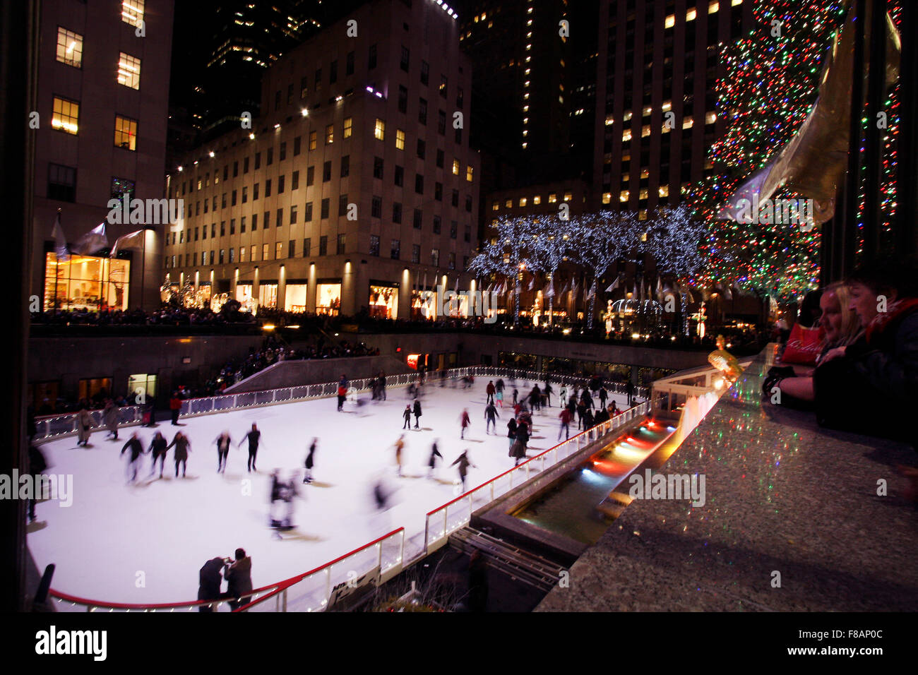 New York, New York, USA. 07th Dec, 2015. Skaters enjoy the rink in New York City''s Rockefeller Center under - Stock Image