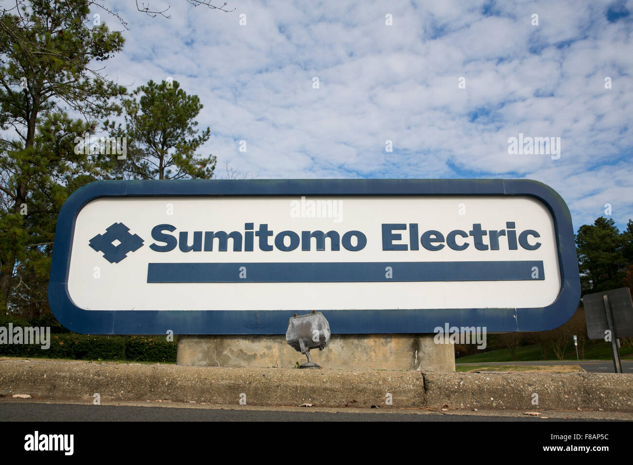 A logo sign outside of a facility occupied by Sumitomo Electric Industries in Research Triangle Park, North Carolina - Stock Image