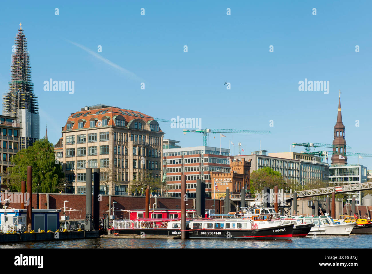 Deutschland, Hamburg, Zollkanal, Hafenrundfahrtboote - Stock Image