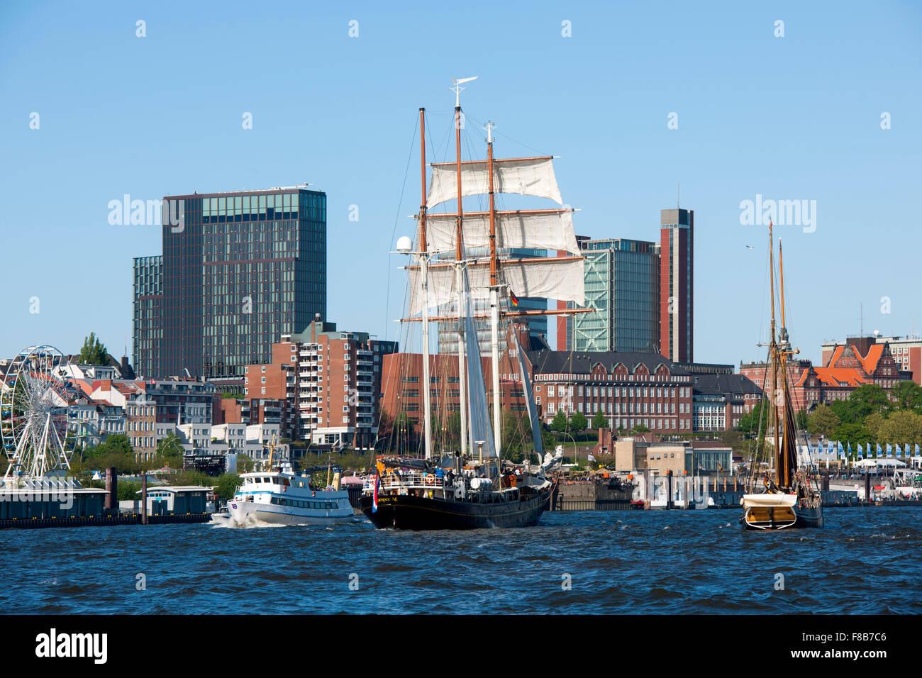 Deutschland, Hamburg, Hamburger Hafen, Segelschiff Summertime, der letzte Viermaster der Niederlande - Stock Image