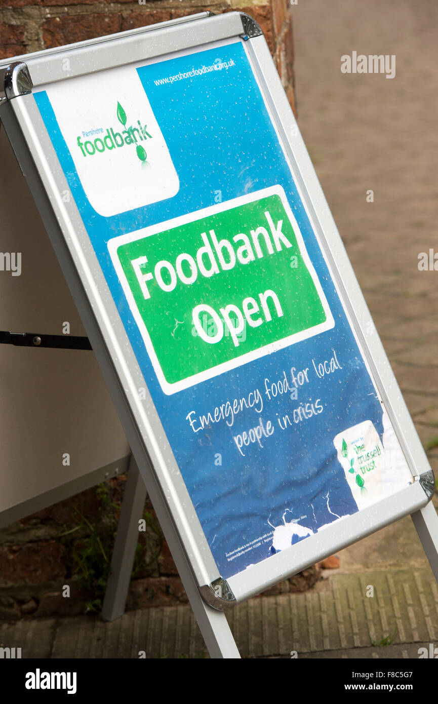 Foodbank open sign. Pershore, Worcestershire, England - Stock Image