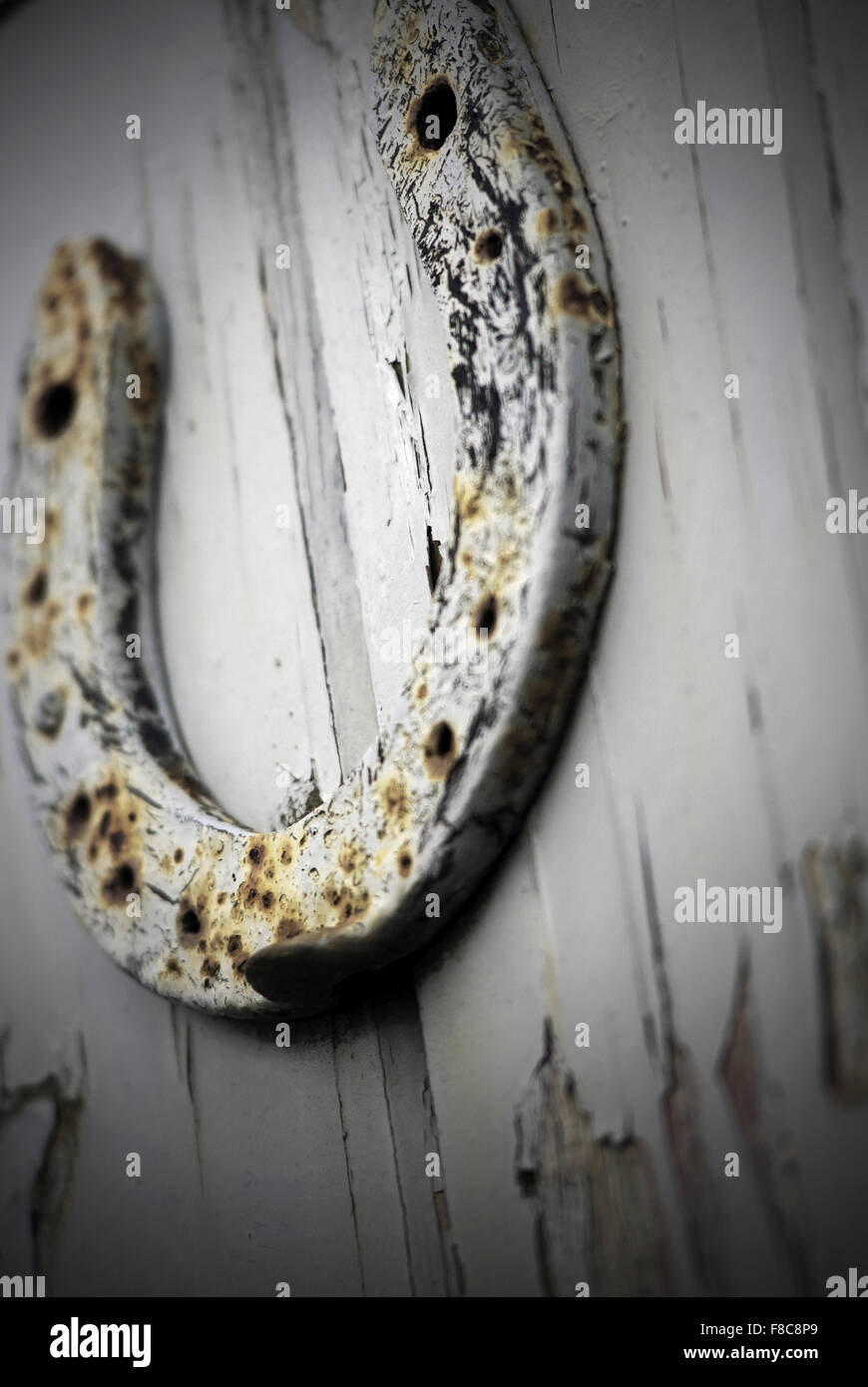 lucky horseshoe mounted on fishermans hut door - Stock Image