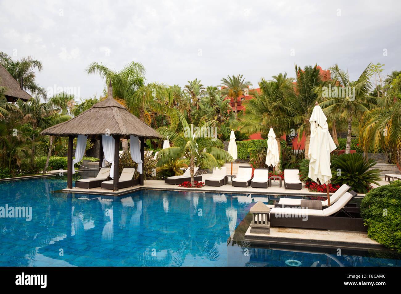 Spain benidorm pool stock photos spain benidorm pool - Hotels in alicante with swimming pool ...