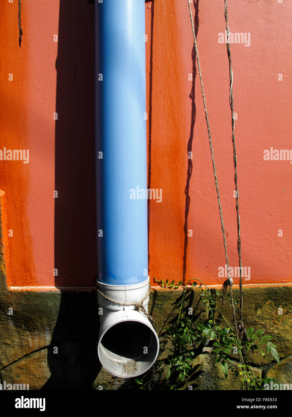 Colourful drainpipe on a wall in Varkala, Kerala, India Stock Photo